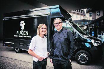 """<p class=""""caption"""">Das Beste aus dem machen, was möglich ist: Das haben Sarah und Wolfgang Preuß bereits mit ihrem Emma & Eugen-Foodtruck. Fotos: Sams</p>"""