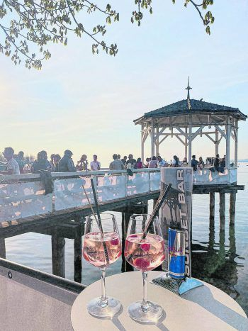 """<p class=""""title"""">               Fischersteg Sunset Bar             </p><p class=""""title"""">""""Einen Spaziergang an der Bregenzer Promenade? Dann sollte man auf einen Drink beim Fischersteg vorbeischauen. Mit Blick auf die Seebühne und den Bodensee, dazu gute Cocktails – was will man mehr?""""</p>"""