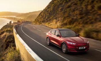 """<p class=""""title"""">               Ford Mustang Mach-E             </p><p>Das erste vollelektrische SUV von Ford begeistert mit seinem revolutionären Design, wegweisenden Technologien und einer maximalen elektrischen Reichweite von bis zu 610 Kilometern. Preis: ab 48.900 Euro.</p>"""