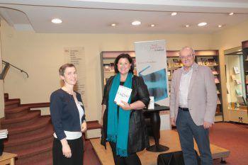 Gastgeber mit Protagonist: Regina Richter, Verena Brunner-Loss und Prof. Reinhard Haller.