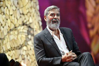 """<p class=""""title"""">               George Clooney             </p><p>Der Hollywood-Star ist ein erklärter Kriegsgegner und schreckt auch nicht davor zurück, Politiker offen zu kritisieren. Der UN-Friedensbotschafter von 2008 bis 2014 reist auch immer wieder in Krisenregionen, um auf die Lage vor Ort aufmerksam zu machen.</p>"""