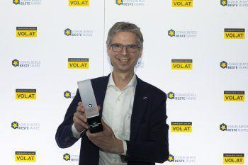 """<p class=""""caption"""">Geschäftsführer Alexander Kappaurer bei der Preisübergabe zur besten Marke Vorarlbergs.</p>"""