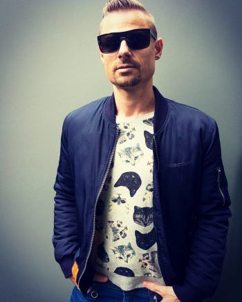 """<p class=""""caption"""">HeavenSky, Künstler und DJ mit einer Leidenschaft für Himmel.</p>"""