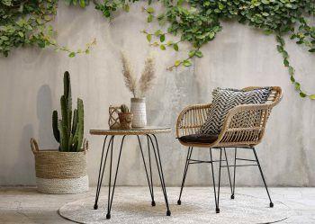 """<p class=""""title"""">               Kleine Eyecatcher             </p><p class=""""title"""">Egal, ob auf der Terrasse oder einem Plätzchen in der Gartenwiese – schlichte Möbelstücke haben oft eine große Wirkung. Einzigartige Tische und Stühle sind ein toller Hingucker. Gesehen bei XXXLutz.</p>"""