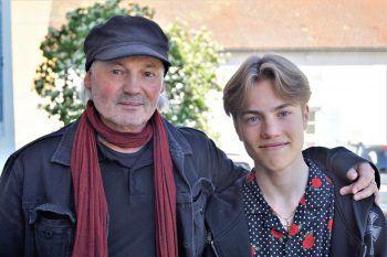 """<p class=""""caption"""">Künstler Werner Marxx und Sohn Levi.</p>"""