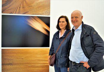 """<p class=""""caption"""">Lichtkünstler Hermann Präg und Manuela.</p>"""