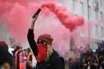 """<p>London. """"Kill the Bill"""": In der englischen Hauptstadt protestierten Tausende gegen eine Gesetzesänderung, die der Polizei mehr Macht verleihen soll.</p>"""