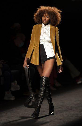 Madrid. Gewagt: Umso kürzer die Shorts, desto länger sind die Stiefel dieses Models auf der Mercedes-Benz-Fashion-Week.