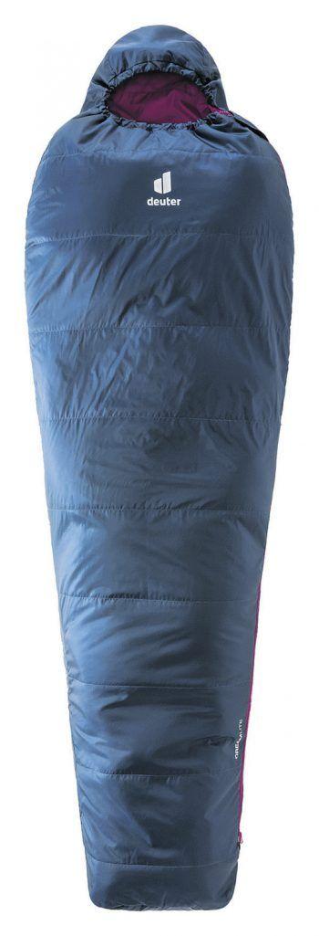 """<p class=""""caption"""">Mit dem Mumienschlafsack von """"Deuter"""" hat man es ihm Zelt wohlig warm. Preis: 89,99 Euro.</p>"""