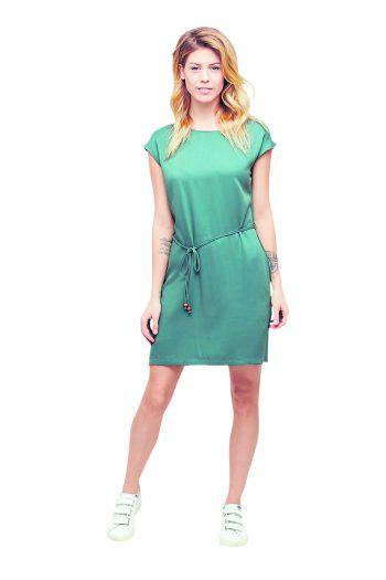 """<p class=""""caption"""">Modisch und luftig überzeugt das sportliche Damenkleid von Mazine mit angenehmem Tragekomfort – solange der Vorrat reicht. Preis: 49,99 Euro.</p>"""