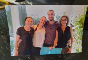 """<p class=""""caption"""">Netti und ihr Schatz Dominik mit ihren Müttern Sybille und Brigitte.</p>"""