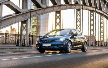 """<p class=""""title"""">               Opel Astra             </p><p>Der neue Opel Astra wird wahrscheinlich im Herbst als Plug-in-Hybrid auf den Markt kommen. Der 300 PS starke Antrieb soll vom SUV Grandland X stammen, das Herzstück ist ein 1,6-Liter-Benziner. Preis: ab 19.730 Euro.</p>"""