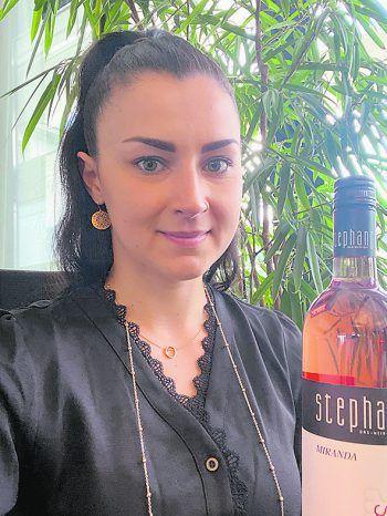 """<p class=""""caption"""">Sabrina Düringer.</p>"""