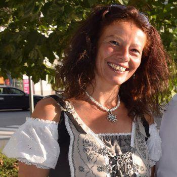 """<p>Sandra Loacker, Loacker Tours: """"Unser Team ist bestens vorbereitet, die Reiseversicherungen sind großzügig angepasst und wir spüren, dass unsere Kunden endlich reisen wollen. Wir bieten attraktive Wander- und Radreisen an der frischen Luft. Viele Hotels sind bemüht, Freiraum und Privatsphäre zu schaffen und auch am Mittelmeer tut sich was. Ab 14. Mai öffnet Griechenland und z.B das Naturschauspiel in Island ist eine Reise Wert!"""" Infos unter: www.loackertours.at</p>"""