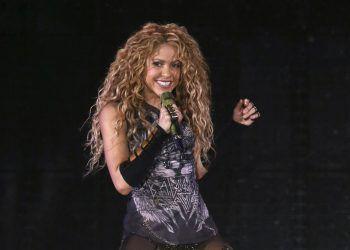 ShakiraDer kolumbianische Superstar spricht gleich fünf Sprachen: fließend. Neben Spanisch, ihrer Muttersprache, beherrscht die Sängerin auch noch Englisch, Französisch, Italienisch und Portugiesisch. Praktisch, wenn man so eine sprachbegabte Person im Urlaub dabei hat.