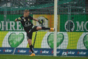 Trotz gehaltenem Elfer konnte auch Keeper Schierl die Niederlage nicht verhindern. Foto: GEPA
