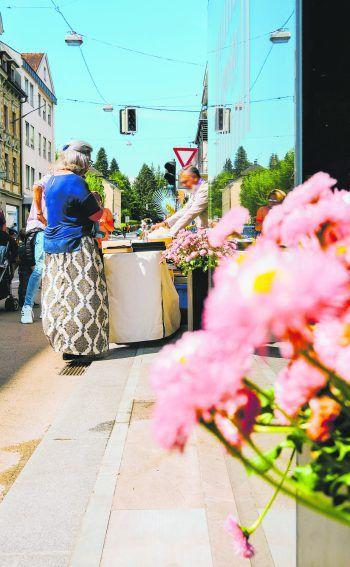 """<p class=""""caption"""">Unter der Veranstaltungsreihe """"Bregenz blüht auf"""" präsentieren Händler auch diesen Sommer ihre vielfältige Produktpalette auf Marktständen im Freien. Fotos: Bregenz Tourismus</p>"""