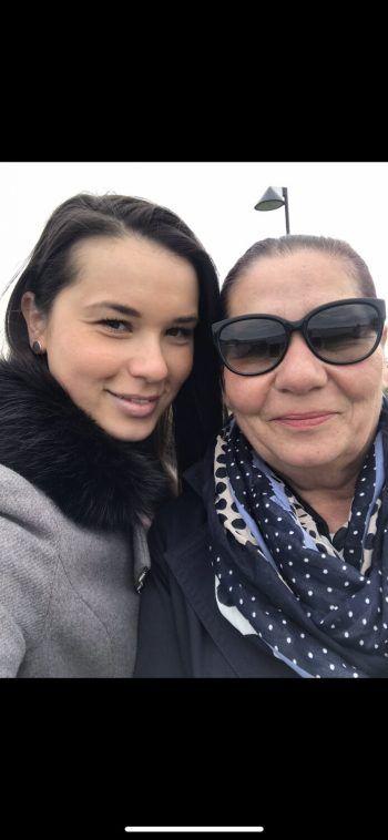 """<p class=""""caption"""">Violeta: """"Sie hält meine Familie immer zusammen. Liebe dich Mama.""""</p>"""