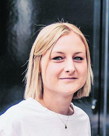 """<p class=""""title"""">               Zur Person             </p><p>Name: Sarah PreußGeburtstag: 26. August 1990, 30 Jahre</p><p>Ausbildung: Druckvorstufentechnikerin</p><p>Funktion: Selbständige Grafikdesignerin</p>"""