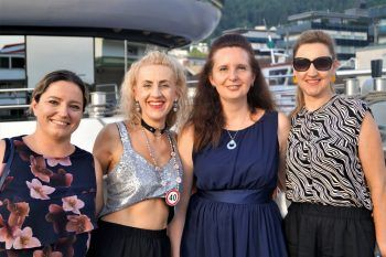 "<p class=""caption"">Anna, Emilia, Christina und Monika feierten 40. Geburtstag.</p>"