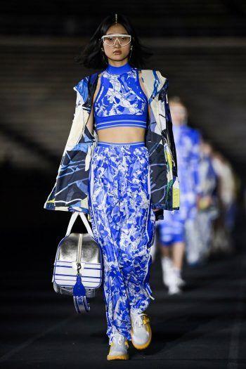 Athen. Luftig: Dieses Model zeigt ein sommerliches Outfit bei der DiorCroisiere Modenschau. Fotos: AFP, AP, APA, dpa, Oliver Lerch