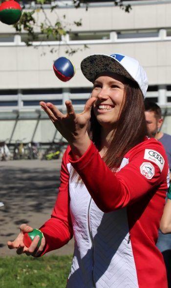 Auch Speed-Ass Christine Scheyer zeigte Jonglierkünste. Fotos: WAM