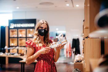 """<p class=""""caption"""">Bei der Einkaufstour im Vorderland konnte sich Daria ein tolles Outfit aussuchen.</p>"""