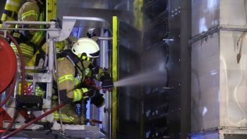 Die Löscharbeiten dauerten rund eine Stunde. Foto: VOL.AT/Feuerwehr Wolfurt