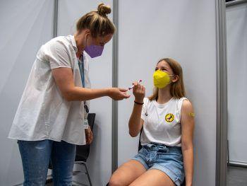 <p>Dornbirn. Geschützt: In Vorarlberg wurde gestern mit der ersten großen Corona-Impfrunde für Jugendliche im Alter von zwölf bis 15 Jahren begonnen. Mehr zum Thema auf Seite 14 dieser Ausgabe.</p>