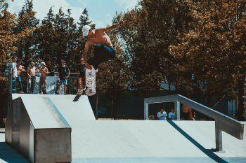 """<p class=""""caption"""">Ein Skateboarder am Jugendplatz """"Habedere"""".</p>"""