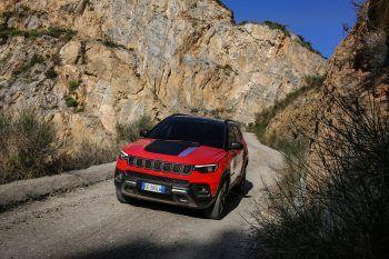 """<p class=""""caption"""">Ein starker Begleiter: Der Jeep Compass.</p>"""