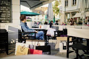 """<p class=""""title"""">               Einkaufsstadt Dornbirn             </p><p class=""""title""""/><p>Die 50.000 Einwohner-Stadt macht ihrem Namen als Einkaufsstadt alle Ehre. Über 600 Geschäfte in ganz Dornbirn bieten das ganze Jahr über besten Service, Qualitätsprodukte und ein fabelhaftes Einkaufserlebnis. Ob in der herrlichen Fußgängerzone am Marktplatz mit rund 150 Geschäften oder im Messepark, dem größten Einkaufszentrum der Bodenseeregion. Der Dornbirner Handel lässt keine Wünsche offen.</p>"""