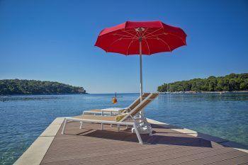 """<p class=""""caption"""">Erholsame Tage in der Sonne genießt man am besten am Meer.</p>"""
