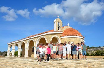 """<p class=""""caption"""">Gemeinsame Ausflüge zu den schönsten Sehenswürdigkeiten in Zypern sind bereits im Reisepreis inkludiert. </p>"""