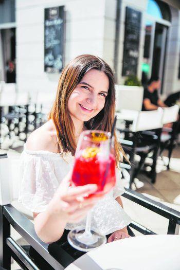 Im Frei gibt es leckere Drinks bis 24 Uhr – perfekt für einen gemütlichen Abend mit Freunden. Fotos: Sams