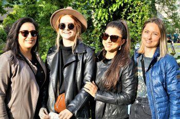 "<p class=""caption"">Kathi, Sabrina, Illi und Sara.</p>"
