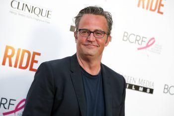 """<p class=""""title"""">Matthew Perry</p><p>Als Chandler Bing brachte Perry in der Serie """"Friends"""" Millionen Menschen zum Lachen (mehr zu """"Friends"""" auf Seite 58). Was die meisten aber wohl nicht wissen: Der Schauspieler war ein talentierter Sportler und wurde auf Platz 17 der kanadischen Tennis-Jugendrangliste geführt.</p>"""