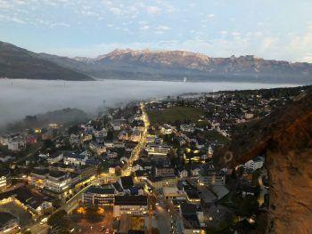 """<p class=""""caption"""">Peter Heines Blick über das Fürstentum aus seinem damaligen Büro im Schloss Vaduz.</p>"""