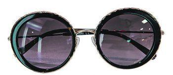 """<p class=""""caption"""">Sarah hat sich bei O.Rein eine Sonnenbrille von """"Missoni"""" ausgesucht. Preis: 190 Euro.</p>"""