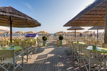 Die italienische Adria ist beliebt für ihre langen, flachabfallenden und feinen Sandstrände.