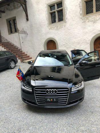 "<p class=""caption"">Staatsgäste privat zu Besuch im Schloss.</p>"