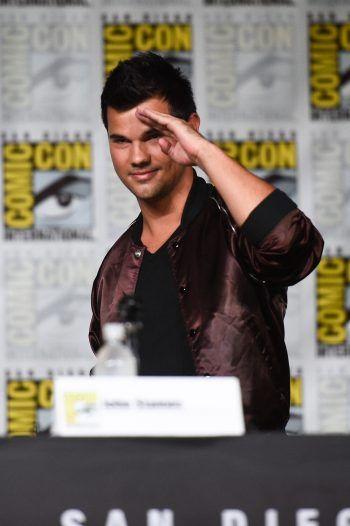 """<p class=""""title"""">               Taylor Lautner             </p><p>In """"Twilight"""" verkörperte der 29-Jährige einen Werwolf, im echten Leben ist Lautner allerdings ein waschechtes """"Karate Kid"""". Bereits mit sechs Jahren fing er mit dem Kampfsport an – und trägt der Schwarzen Gürtel.</p>"""