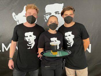 """<p class=""""caption"""">Thomas, Corinna und Jonas von der Gastro-Crew.</p>"""