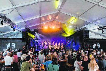 """Unter dem Titel """"Time Rush"""" lieferten die Künstler und Gäste der Dance Art Company in der """"Eugen & Emma Arena"""" eine tolle Show."""