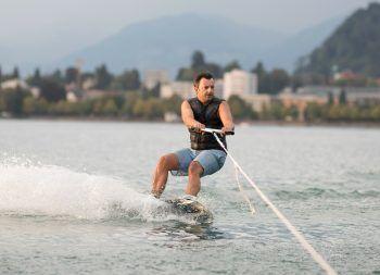 """<p class=""""title"""">               """"Wakeboarden ist mein sportlicher Ausgleich""""             </p><p>""""Hard am Bodensee bietet vielfältige Möglichkeiten für Freizeit, Sport und Erholung am oder im Wasser. Ausgleich zur Politik finde ich bei einer sportlichen Wakeboard-Runde am Bodensee."""" Martin Staudinger, Bürgermeister Hard.</p>"""