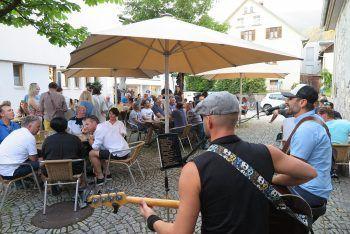 """""""Beats & Beer"""" ist perfekt für einen gemütlichen Feierabend. Fotos: handout/Bludenz Stadtmarketing"""