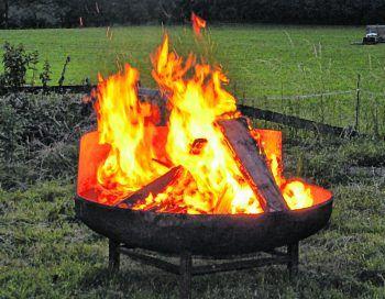 Beim Sturz in ein Lagerfeuer erlitt ein Mann Verbrennungen 3. Grades. Symbolbild: Russmedia