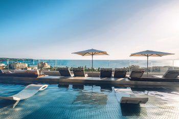 """<p class=""""caption"""">Das Doppelzimmer Bestpreis mit Frühstück im Hotel Iberostar Selection Llaut Palma***** gibt es bereits um 1367 Euro. (Termine: Eine Woche ab 26. Juli oder 2. August)</p>"""