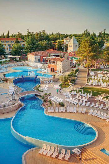 """<p class=""""caption"""">Das Sport- und Familienhotel Sol Garden Istra**** ist mit Wasserrutschen ausgestattet und verspricht viel Action.</p>"""