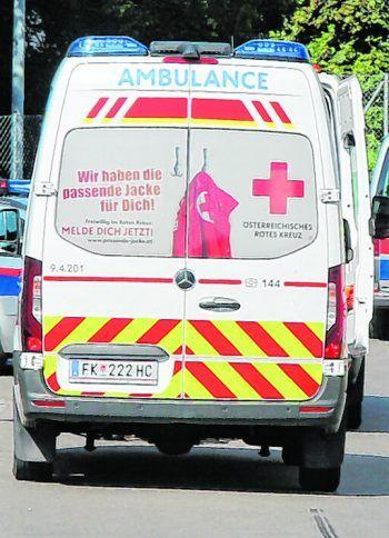 Der Mann (82) wurde mit der Rettung ins LKH Feldkirch gefahren. Symbolbild: Pletsch/VOL.AT